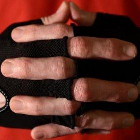 Rimuovere i peli sulle mani dellepilatore